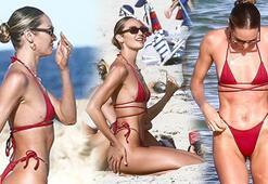 Candice Swanepoel kırmızı bikinisiyle dikkat çekti