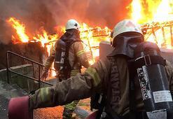 3 katlı binada yangın Anne ve çocukları kurtuldu