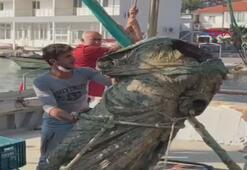 Marmariste balıkçı ağlarına bronz heykel takıldı