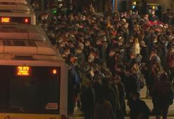 Zincirlikuyu Metrobüs durağında yoğunluk