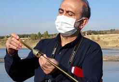 25 yıldır gönüllü olarak inci kefalleri için suyun sıcaklığını ölçüyor