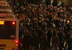 Zincirlikuyu metrobüs durağında korkutan yoğunluk