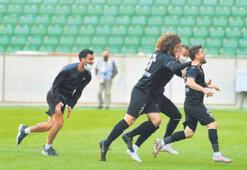 Manisa FK zirvede tek