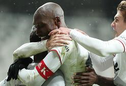 Son dakika - Beşiktaşta muhteşem ikili Atiba Hutchinson ve Cyle Larin...