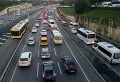 Sokağa çıkma yasağının sona ermesinin ardından 15 Temmuz Şehitler Köprüsünde trafik yoğunluğu