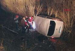 Ağrıda kaçak göçmenleri taşıyan minibüs devrildi