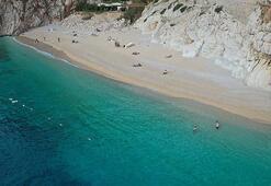 Dünyaca ünlü Kaputaş Plajında deniz, kum ve güneş keyfi