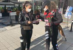 Kadıköyde polis KADESi tanıttı, kadınlara karanfil dağıtıldı