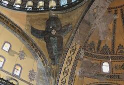Ayasofya Camisinde Serafim Meleği figürü, vaiz kürsüsü ve mahfil yeniden gün yüzüne çıktı