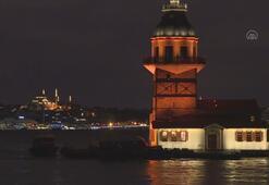 İstanbulun kuleleri ve köprüleri turuncuya büründü