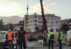 Küçükçekmecede metro şantiyesinde beton mikseri devrildi
