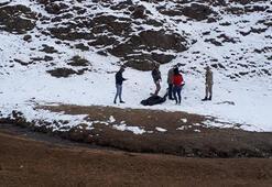 Son dakika... 3 kaçak göçmen İran sınırında  donarak öldü