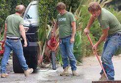 Sean Penn kendini temizliğe kaptırdı