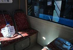 Otobüste 5 litrelik plastik su bidonuyla koronavirüs önlemi