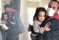 Evde yalnız bırakılan 2 çocuğu, itfaiye dışarı çıkardı