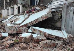 Fatihte metruk binanın yan duvarı çöktü