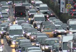 Son dakika... İstanbulda trafik yoğunluğu Araç kuyrukları oluştu