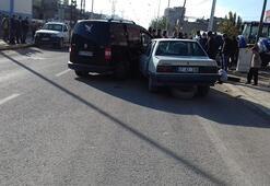 Mardinde 3 araç birbirine girdi: 1 yaralı