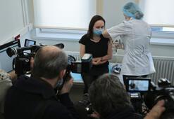 Koronavirüsle kavrulan Rusyada toplu aşılama başladı