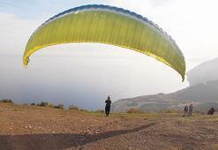 Uçmakdere paraşüt tutkunlarını ağırlıyor