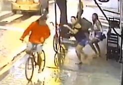 Hırsızın şemsiyeyle etkisiz hale getirildiği anlar kamerada
