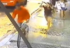 Hırsızı şemsiyeyle dövdü