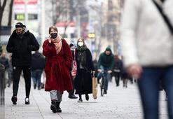 Avusturya'da Kovid-19'la nedenbiyle kapatılan alışveriş merkezleri açıldı