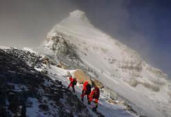 Everestin yüksekliği 73 santimetre uzadı