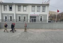 Bitliste koltukları sökülen minibüste 53 düzensiz göçmen yakalandı