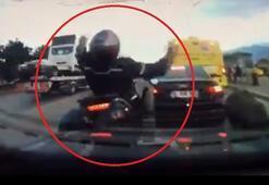 Motosiklet sürücüsünün ölümle burun buruna geldiği anlar kamerada
