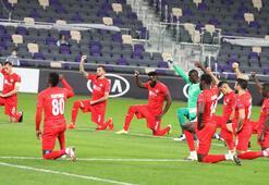 Maccabi Tel Aviv - Sivasspor maçında ırkçılık tepkisi Sahada diz çöktüler...