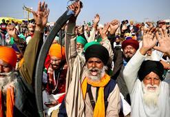 Hindistanda çiftçiler ayakta