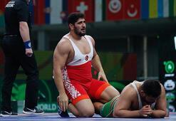 Milli güreşçi Osman Yıldırım, Dünya Kupasında gümüş madalya kazandı