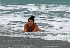 Rus kadının deniz keyfi görenleri şaşırttı