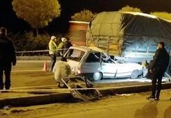 Feci kaza TIRın altına giren otomobilin sürücüsü öldü