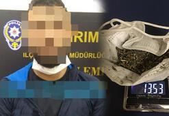 Cerrahi maskeye uyuşturucu sakladı
