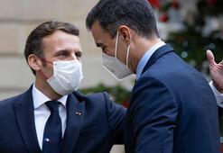 Macron'la görüşen herkes karantinaya