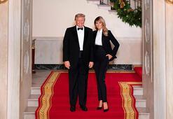 Trump çiftinden smokinli Noel pozu
