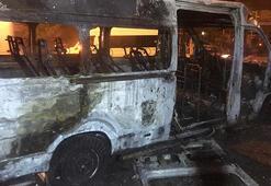 Servis alev alev yandı 12 sağlıkçı son anda kurtuldu