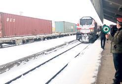 İlk tren Çin'e vardı, ikincisi yolda