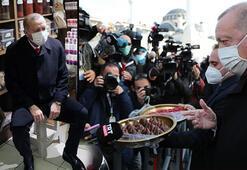 Cumhurbaşkanı Erdoğandan vatandaşlara ve gazetecilere tatlı ikramı