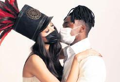 Maskeli öpüşme kullanılmadı