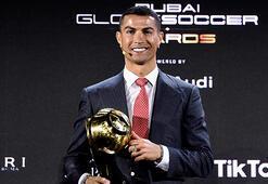 Cristiano Ronaldoya yüzyılın en iyi futbolcusu ödülü