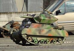 Biriktirdiği hurda parçaları ile mini tank yaptı