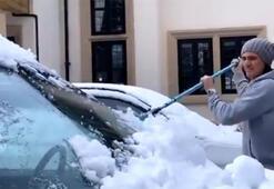 Manchester paylaştı, Cavani karla kaplanan arabasını böyle temizledi...