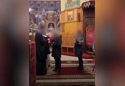 Covid-19 rahip cemaate aynı kadehten şarap içirince ortalık karıştı, kilise kapatıldı
