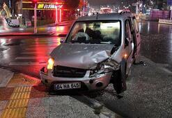 Uşakta hafif ticari araçla minibüs çarpıştı: Yaralılar var