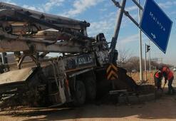 Elazığda kamyon otomobile çarptı: 4 yaralı
