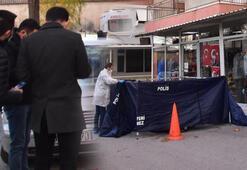 İzmirde vahşet Babasını sokak ortasında sopayla döverek öldürdü