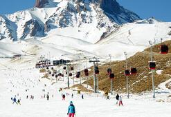 2020 yılının son gününde kayak yaparak keyifli vakit geçirdiler